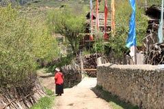 Dagligt liv i den Jiuzhaigou byn i Kina Arkivbild