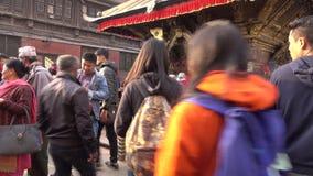 Dagligt liv på en Katmandu gata circa lager videofilmer