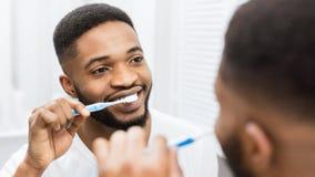 Dagligt tandhygienbegrepp arkivbild