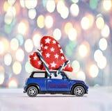 Dagmoeder, Stuk speelgoed auto, eigengemaakt leveren, harten, gift, liefde, Stock Afbeeldingen