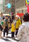 dagmoscow seger Odödligt regemente på Moskvagatan Tusentals marscherar för att minnas rel för världskrig 2 Arkivbilder