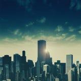 Dagnedgångar över staden arkivfoton