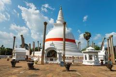 Dagoba de Thuparamaya em Anuradhapura, Sri Lanka Foto de Stock