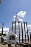 Dagoba y columnas Foto de archivo libre de regalías