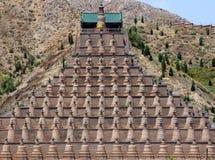 108 Dagobas在Xiakou山,中国的宁夏省 库存图片