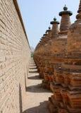 108 Dagobas, forntida buddistisk monument, Kina Arkivbild