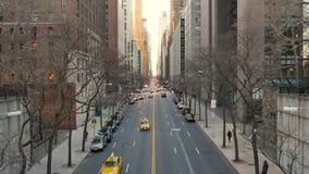 Dagsikt av den 42nd gatan i midtownen Manhattan lager videofilmer