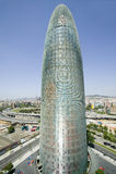 Dagsikt av fallos--formade Torre Agbar eller det Agbar tornet i Barcelona, Spanien som planläggs av Jean Nouvel, September 2005 Royaltyfria Foton