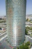 Dagsikt av fallos--formade Torre Agbar eller det Agbar tornet i Barcelona, Spanien som planläggs av Jean Nouvel, September 2007 Royaltyfria Bilder