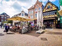 Dagsikt av marknadsfyrkanten Sittard Nederländerna Royaltyfria Bilder