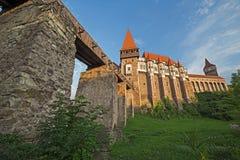Dagsikt på Corvin slott 1 Arkivfoto