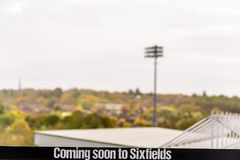 Dagsikten av att komma snart i Sixfields undertecknar över Northampton skomakarefotbollsarena Arkivbilder