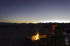 Dagsljuspasserandeväg på skymning, Nevada Arkivbild