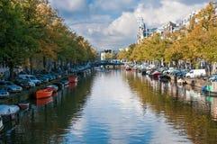 DagTid kanal i Amsterdam Arkivfoton
