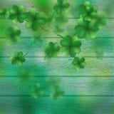 Dagtreklöverer för St Patricks över en grön wood bakgrund Vektor för EPS 10 Royaltyfri Foto