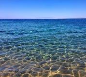 在dahab的美丽的西奈日出海滩山 免版税库存图片