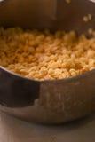 Dahl giallo cucinato in un vaso del ferro Immagine Stock Libera da Diritti