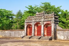 Dai Hong Mon Gate aan Minh Mang Tomb, Tint stock foto