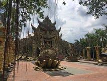 Dai Nam Park vicino a Ho Chi Minh City Entrata al tempio misterioso fotografia stock libera da diritti