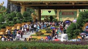 Dai Nam Van Hien är ett turismkomplex i det Binh Duong landskapet, Vietnam stock video