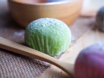 Daifuku, het dessert van Japan met houten lepel op houten achtergrond Royalty-vrije Stock Foto