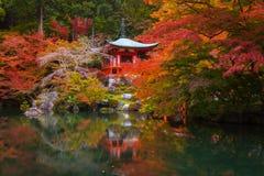 Daigo-ji świątynia z kolorowymi klonowymi drzewami w jesieni zdjęcie royalty free