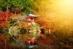 Daigoji tempel med höstlövverk i Kyoto Arkivbilder