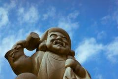 Daikoku向雕象扔石头在神田寺庙在东京,日本 库存图片
