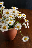 Daisy Bouquet In Brown Clay Vase Dark Background White Flowers Royalty Free Stock Photos