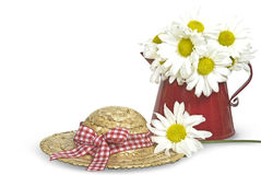 Daisy bouquet with summer hat Royalty Free Stock Photos