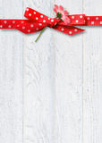Daisy in polka dot bow on wood Royalty Free Stock Photography