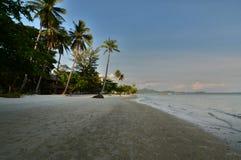 daj się narażenia na plaży wolnym miękkim sunset fala bardzo Koh mook Tajlandia Zdjęcia Stock