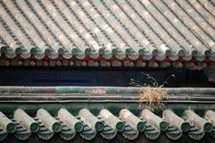 Dak dat met verglaasde tegels wordt behandeld Royalty-vrije Stock Foto's