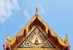 Dak en Geveltop van Kapel in Wat Phra Kaew Thailand royalty-vrije stock afbeelding