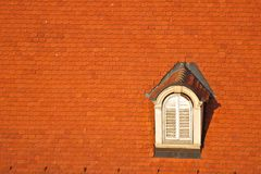 Dak en venster Stock Fotografie
