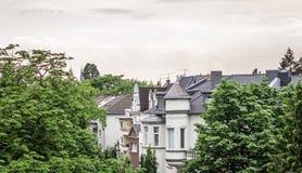 Dak hoogste mening van typische Duitse huisvesting stock foto