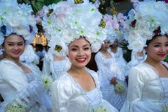 Dak Lak,越南- 2017年3月10日:执行者穿进行一个传统舞蹈的传统服装在组织的活动在Buon 免版税库存图片