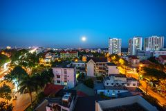 Dak Lak, Вьетнам - 12-ое марта 2017: Воздушный взгляд горизонта мам Thuot Buon Buon я Thuot к период захода солнца, столица Pr Da Стоковое фото RF