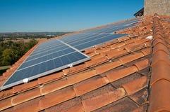 Dak met photovoltaic panelen royalty-vrije stock foto
