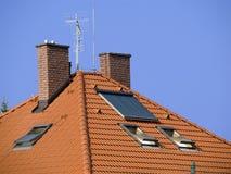 Dak met zonnecollector Stock Afbeelding