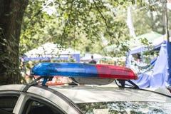 Dak-opgezette lightbar van een noodsituatievoertuig sirenes van politiewagens tijdens de patrouille in de stad royalty-vrije stock foto
