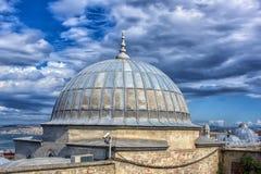 Dak van de Grote Bazaar, Sulemaniye-moskee en Beyazit-toren, Istanboel, Turkije royalty-vrije stock afbeeldingen