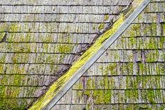 Dak van de Grunge het houten dakspaan Royalty-vrije Stock Foto's