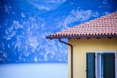 Dak van een Italiaans huis, rode dakspanen royalty-vrije stock foto