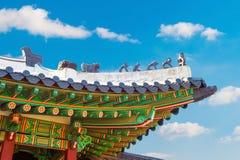Dak van Gyeongbokgung-paleis in Korea stock foto's