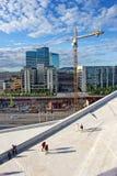 Dak van operahuis in Oslo en modern stadscentrum op achtergrond, 28 Juni 2016 Royalty-vrije Stock Foto