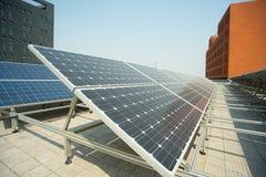 Dak zonnekrachtcentrale Stock Foto's