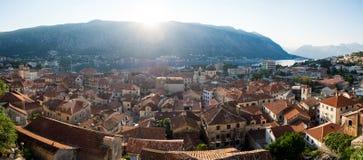 Dakbovenkanten van de oude stad Kotor Stock Foto's