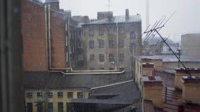 Daken behandelde sneeuw stock video