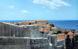 Daken in Dubrovnik op een zonnige dag met blauwe hemel Royalty-vrije Stock Afbeelding